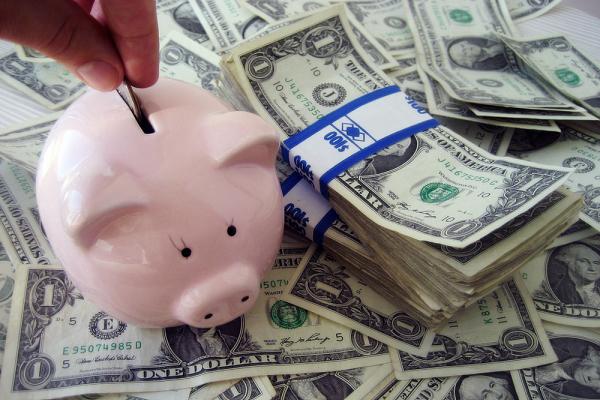 Центробанк повысил курс доллара до 65 рублей