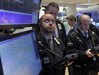 Евро на мировых рынках упал до минимума с 2003 года