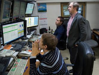 Официальный курс евро на вторник вырос на 1,66 рубля, доллара – на 2,2 рубля