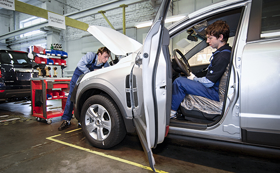 Петербургский завод GM остановит конвейер из-за падения спроса