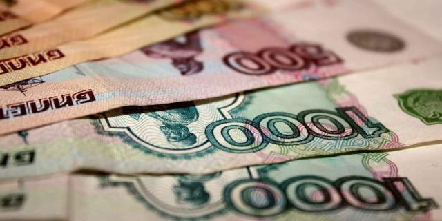 Рубль остается стабильным на фоне роста цен на нефть