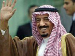 Король Саудовской Аравии раздал гражданам $30 млрд