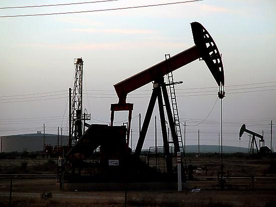 Цены на нефть падают в ожидании данных из США