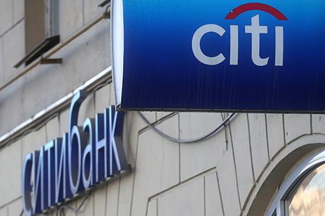 Ситибанк пока не может обрабатывать операции по картам в России