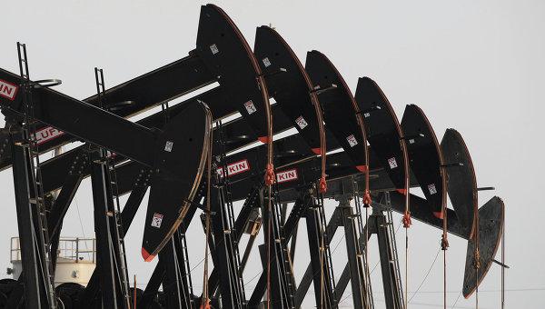 Цены на нефть снижаются на беспокойстве о перенасыщении рынка