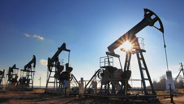 Нефть дешевеет на возобновившихся опасениях избытка на мировом рынке