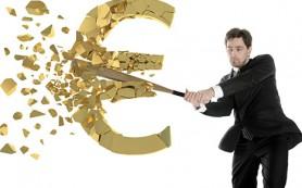 Клиенты сократившего почти на 40% сеть Восточного Экспресс Банка вынуждены платить комиссии за погашение кредитов