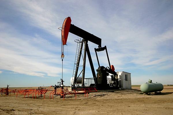 Мировые цены на нефть начали расти после резкого падения