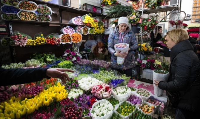 Эксперт спрогнозировал к 1 сентября подорожание цветов на 15−20%