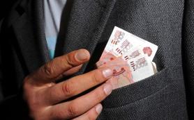 Работающих чиновников лишат пенсии