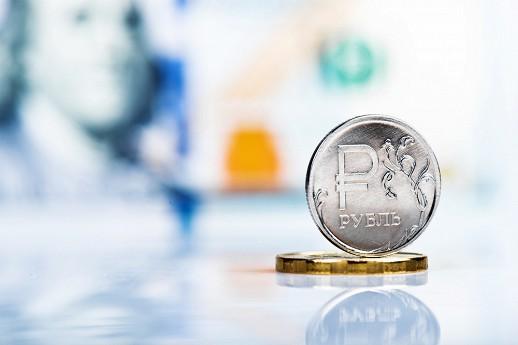 Рубль вечером активно рос к евро и слабее к доллару вслед за нефтью