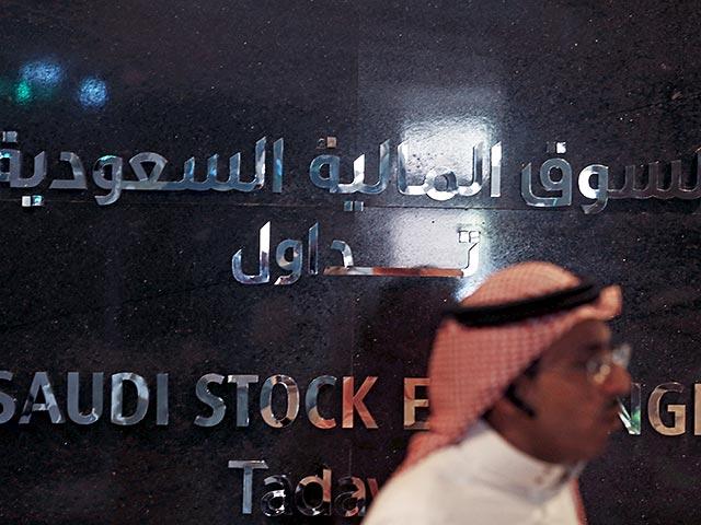Цены на нефть идут вверх на признаках сокращения добычи в США, но Саудовская Аравия объявила о новых скидках
