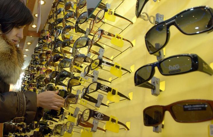 Путин подписал закон об отмене НДС на очки и линзы