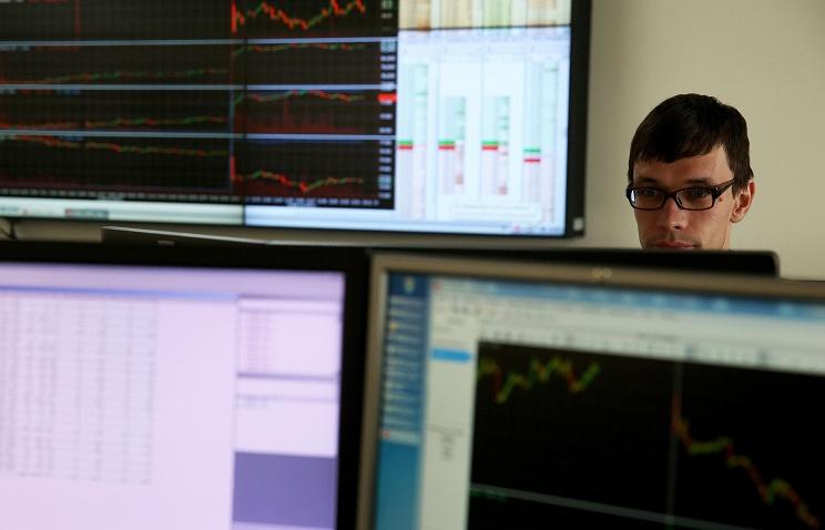 Российские акции и облигации подешевели на фоне роста геополитической напряженности