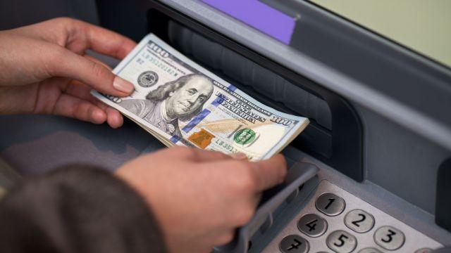 ЦБ возобновит валютные интервенции при курсе доллара выше 80 рублей
