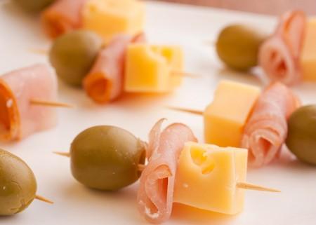 Продажа колбасы, сыров и ветчины