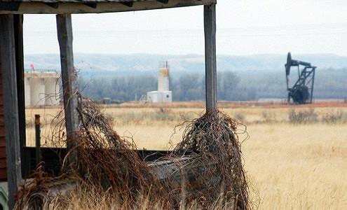 США начинают сокращать добычу сланцевой нефти