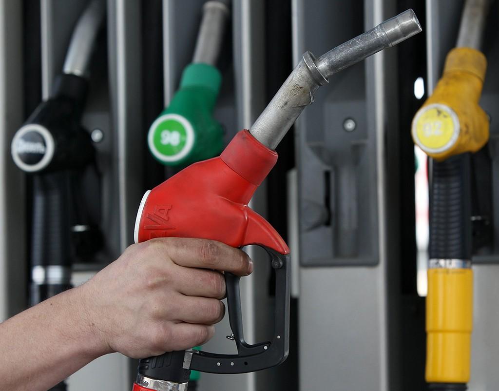 Нефтяные компании начали повышать цены на бензин