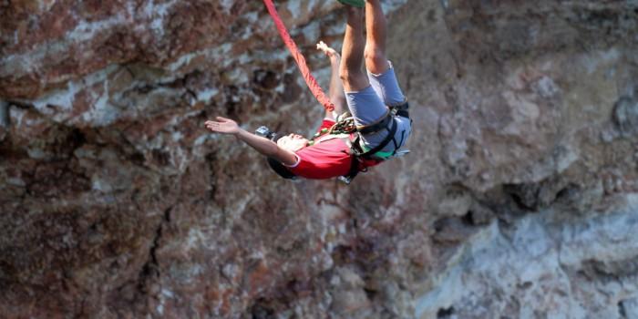 Осуществления безопасных прыжков с веревкой