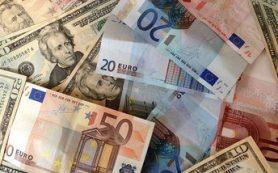 Евро достиг годового минимума