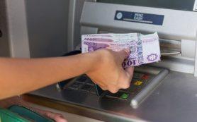Банки Узбекистана с июля ввели ограничения по снятию инвалюты с карт