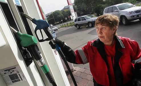 Цены на бензин в России за июнь выросли на 1%