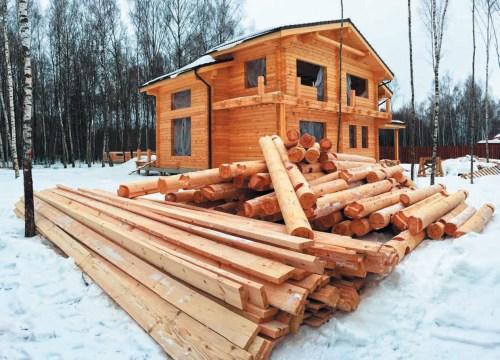 Целесообразность и достоинства зимнего строительства деревянного дома