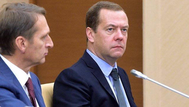 Медведев: экономический рост возможен и при цене на нефть 40 долларов за баррель