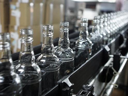 Минфин выступил против снижения цен на водку до 100 рублей