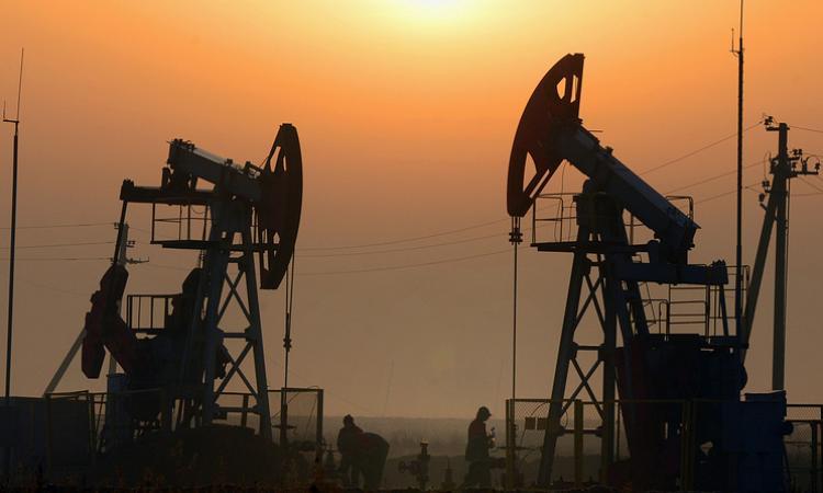 Нефтяной фонтан забьет с прежней силой