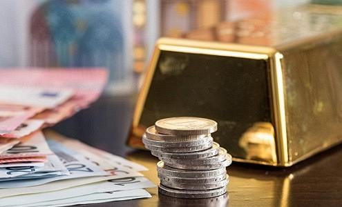 Российские банки активно распродают дешевеющее золото