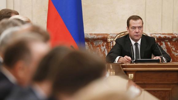 Дмитрий Медведев даст поручения по тезисам послания президента