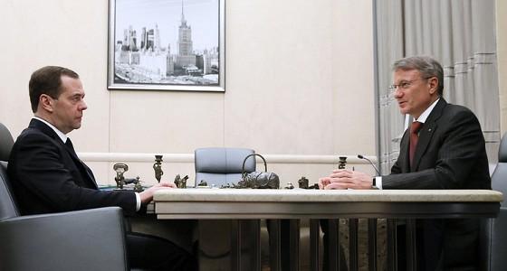 Медведев призвал использовать опыт Сбербанка при поддержке малого бизнеса