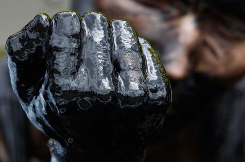 Цены на нефть пробили «психологическую» отметку