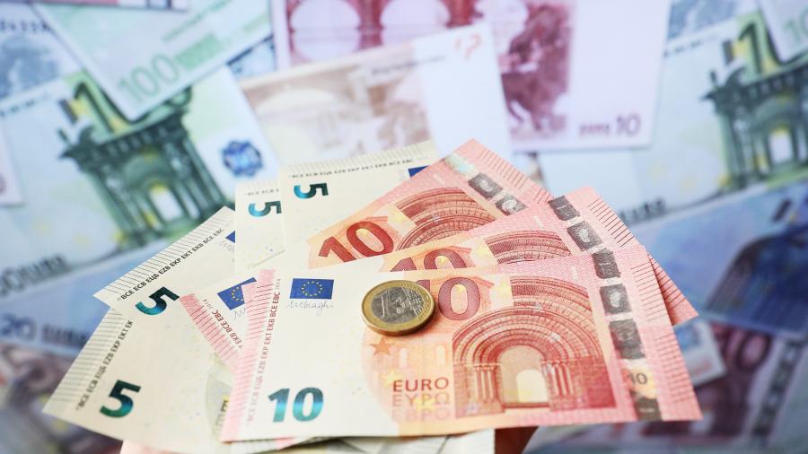 Курс евро впервые с декабря преодолел отметку в 70 рублей