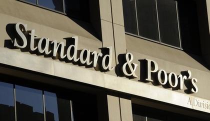 S&P повысило рейтинг России до инвестиционного «BBB-»