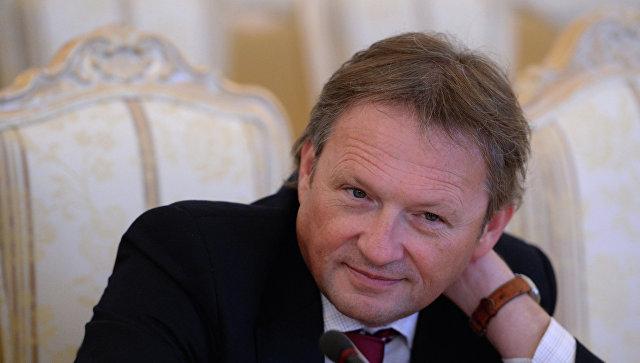 Бежавшим из РФ олигархам собрались простить уголовные дела