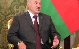 Лукашенко пригрозил ответить Москве на запрет молока: Терпеть не будем