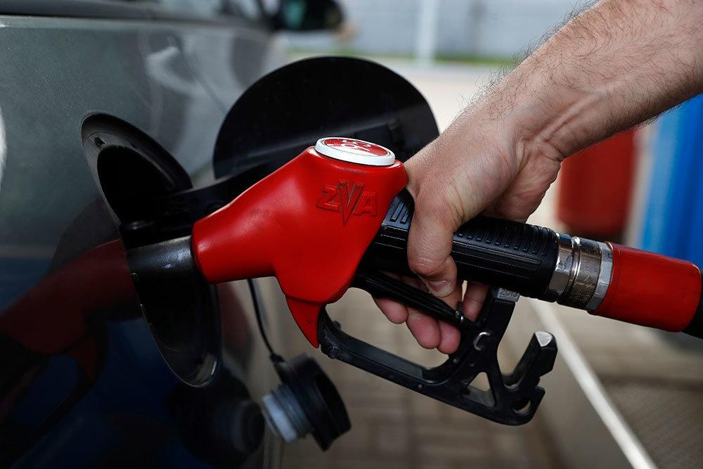 Бензин притормозил