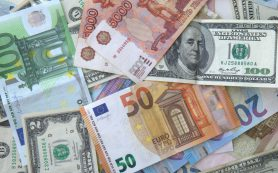 Рубль перешел к укреплению по отношению к доллару и евро