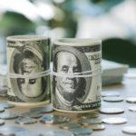 Биржевой курс евро снизился на 10 копеек