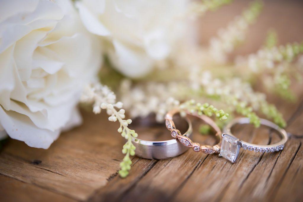 Свадебная атрибутика: без чего не обойтись?