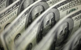 Россия рекордно заняла доллары и евро