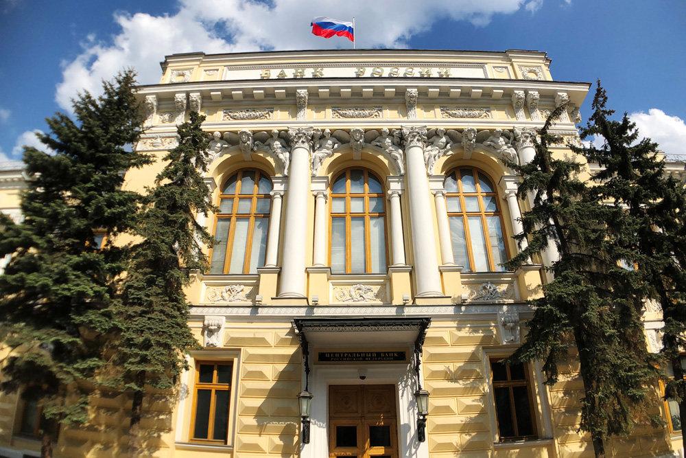 Банк России в пятницу еще раз снизит ключевую ставку