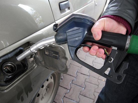 Очередь не занимать: почему бензин становится доступным только богатым