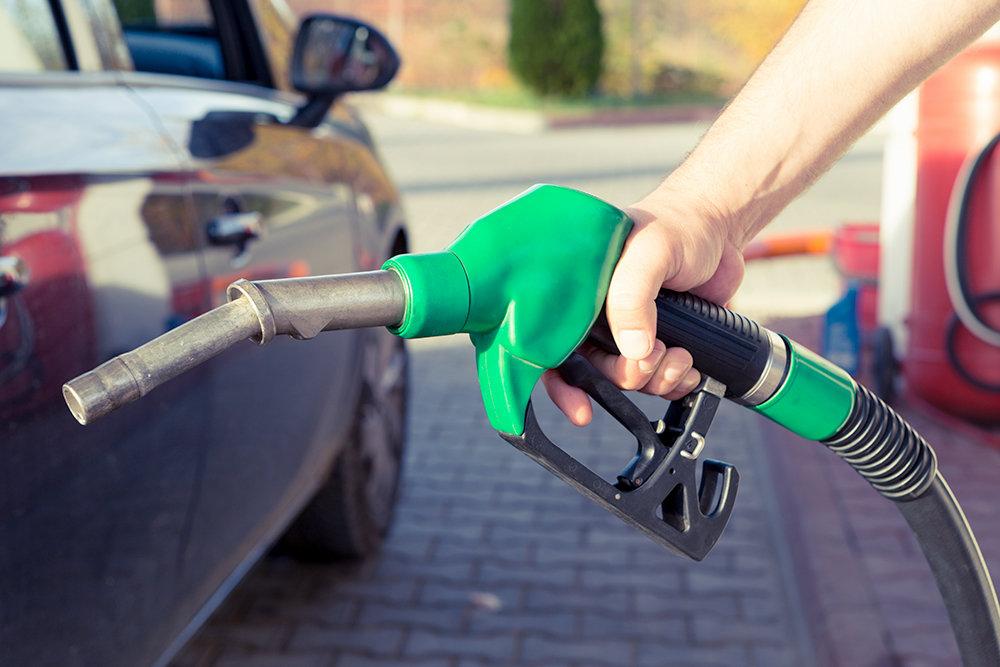 Названы страны с самым дешевым и дорогим бензином