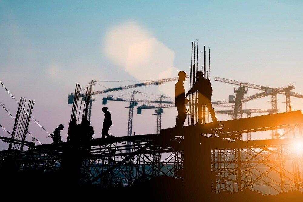 Минстрой поторопил регионы с расчетами зарплат строителей