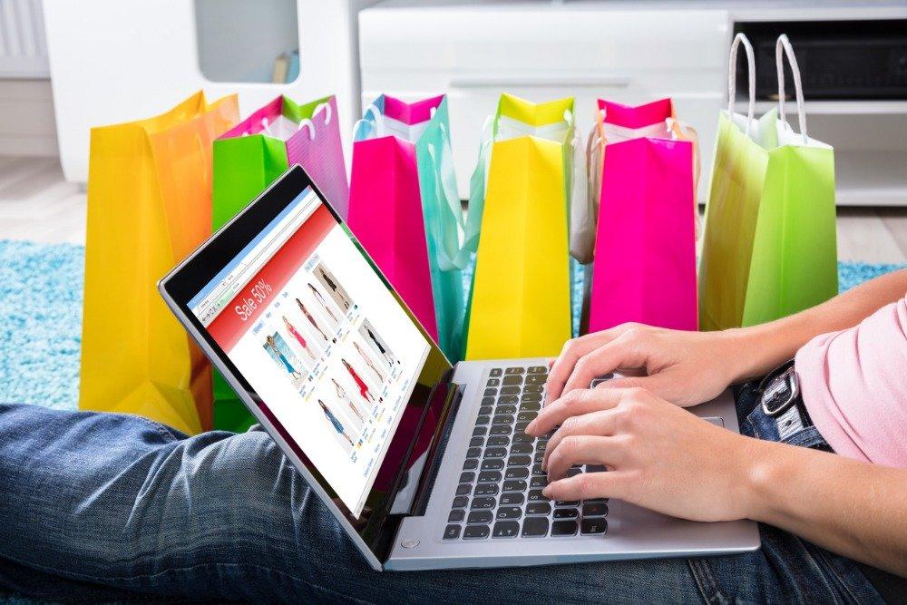 Продажи подделок одежды класса люкс в интернете теснят легальный рынок