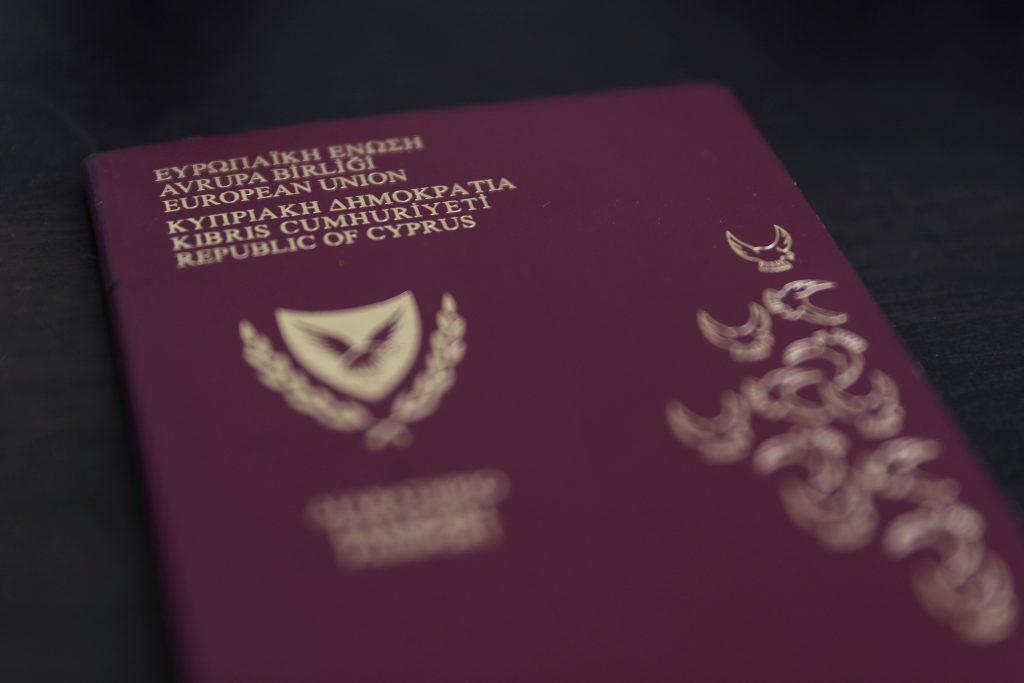Власти Кипра аннулировали гражданство девяти россиян