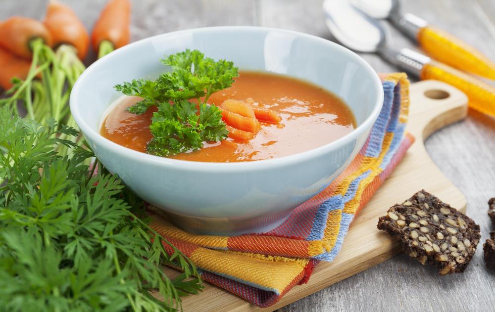 Малокалорийный овощной суп с консервированным нутом. О диетических супах читайте на instacook.me.
